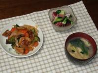 6/8 夕食 鶏と野菜の甘酢あん、タコときゅうりのサラダ、ほうれん草と揚げの味噌汁