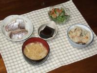 6/22 夕食 鯵の刺身、スモークサーモンマリネ、黒ゴマ豆腐、えのきと油揚げの味噌汁、あさりご飯