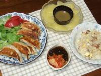 6/25 夕食 王将のギョーザ、刺身こんにゃく、キムチもずく酢、チャーハン