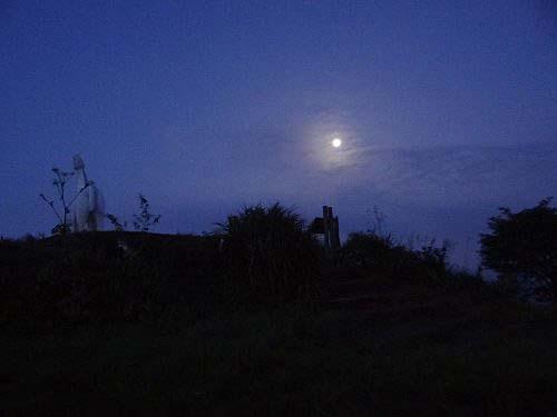 f 沈む月