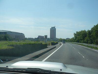 渋川から前橋へ 利根川左を走る・・・あれが群馬県庁