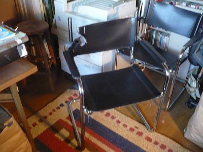 僕の 椅子がこわれた・・・