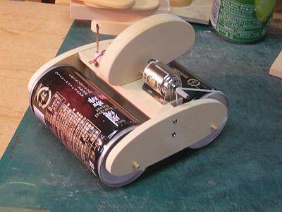 モーターと 電池ボックスを 取り付ける
