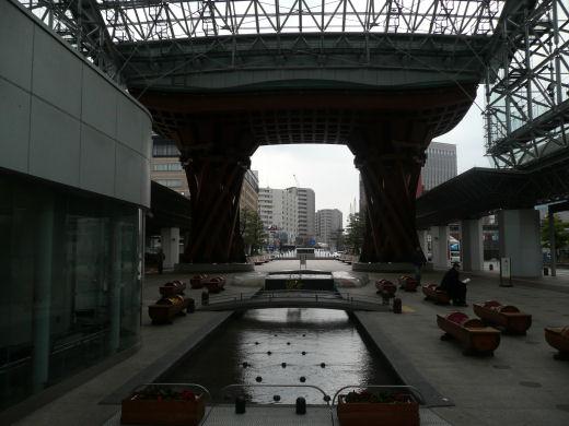 jrkanazawastation120307-2.jpg