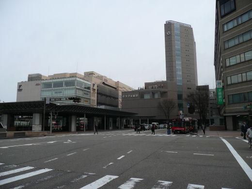 jrkanazawastation120307-5.jpg