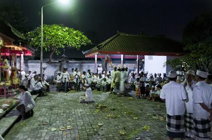 寺祈り01