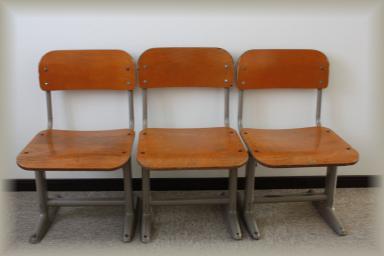 小学校の椅子