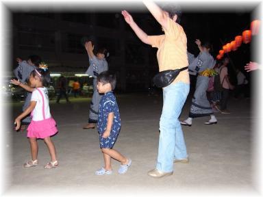 おばあちゃんと盆踊り