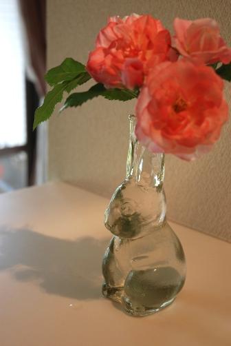 うめ花瓶・横顔