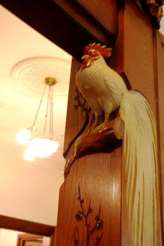 富士屋・柱の彫刻②