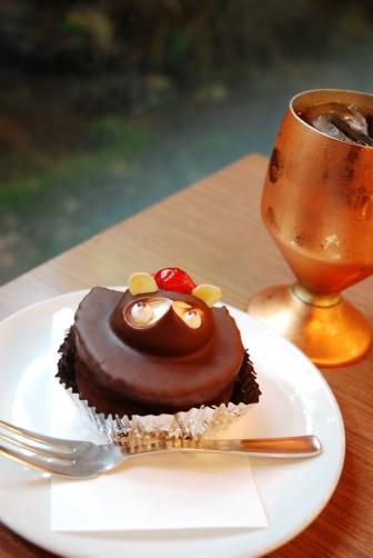 201007扇堂茶房タヌキケーキ