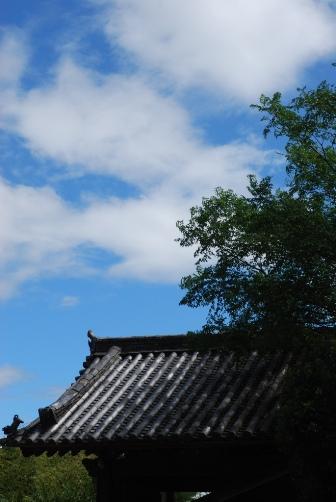 戒壇堂の青い空