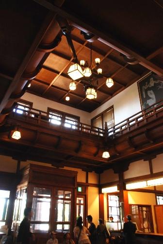 奈良ホテル・フロントの吹き抜け