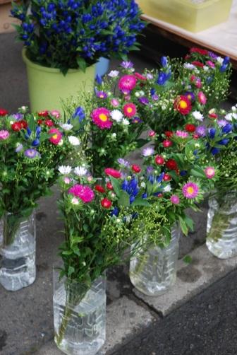 神子田朝市・お盆の花