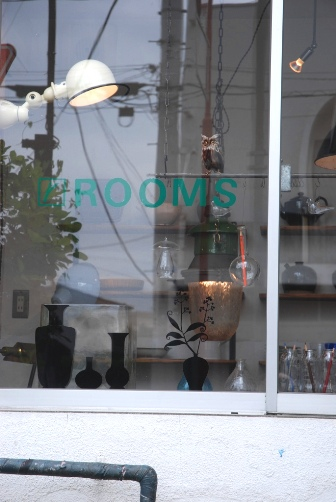 ROOMSの窓