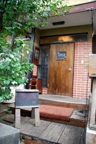 モワカフェ 玄関