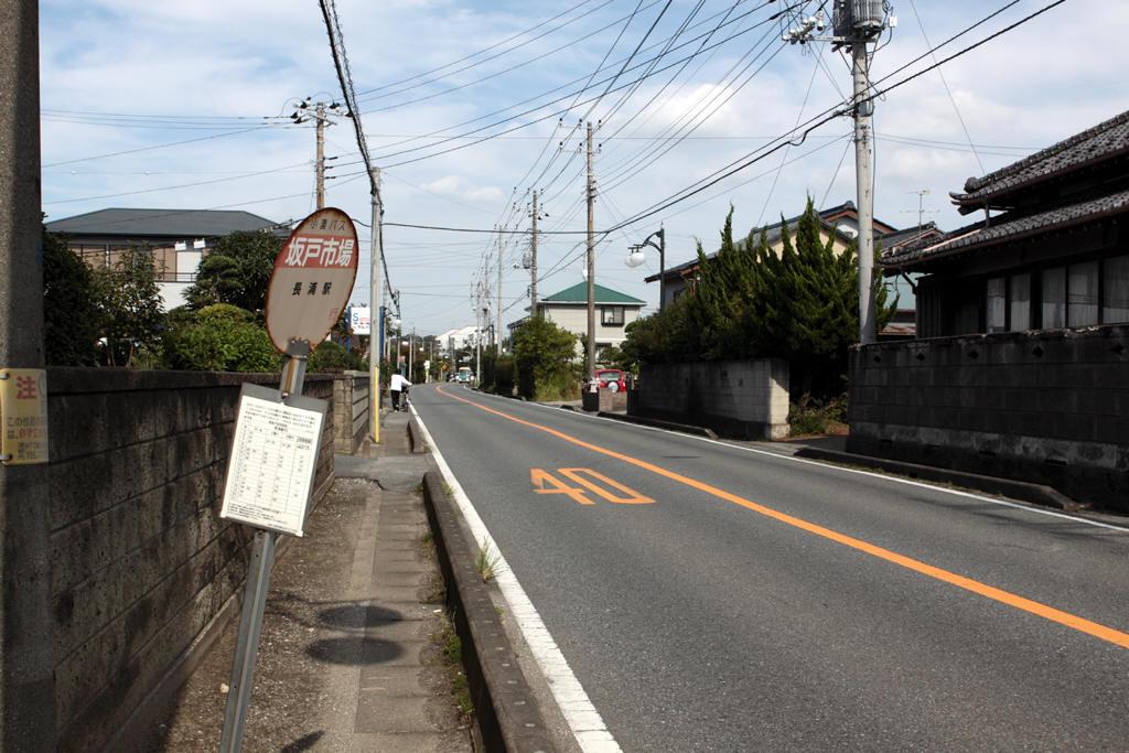 坂戸市場バス停付近の様子