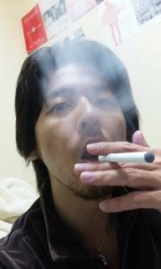 煙が出る 電子タバコ