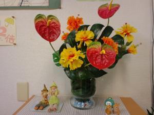 サロンのエントランス夏の花