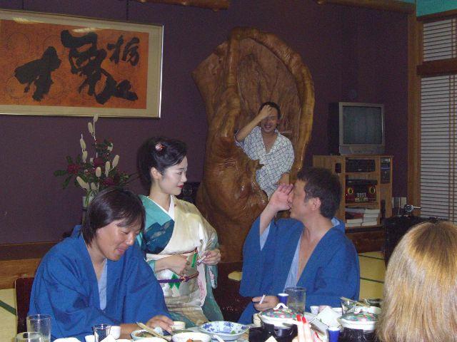 都内に近い厚木市の温泉旅館で芸者遊びを初体験ー!