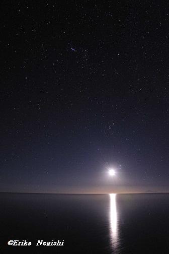 ウユニの月