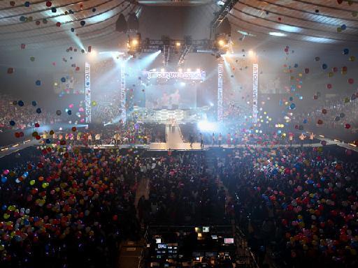 smt_stagephoto_vga.jpg
