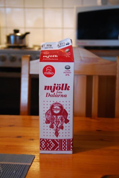 ダーラナ柄の牛乳