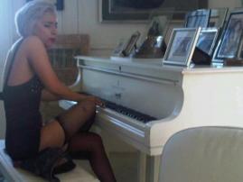 Lady-Gaga-John-Lennon-Piano.jpg
