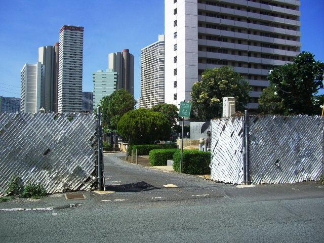 モイリリ墓地門