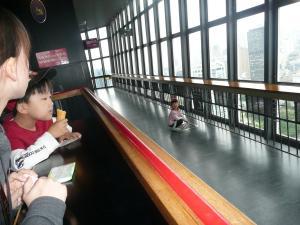 2010・5・30東京タワー展望台にて芹奈ちゃんと窓