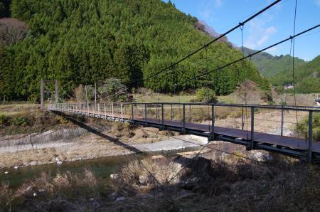 錆び錆びの吊り橋出現
