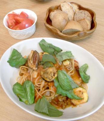 焼き野菜と牛肉のトマト煮パスタ&パン 2009.10.23