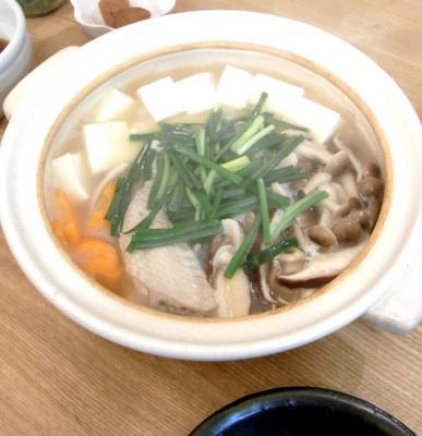 鶏出汁鍋 豆腐と野菜たっぷりでぽかぽかです。 2009.10.24