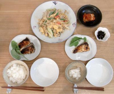 ぶりの西京焼きともやしとたまごの炒めモノ。2009.10.25