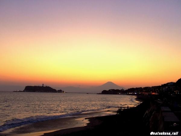 七里ヶ浜から望む