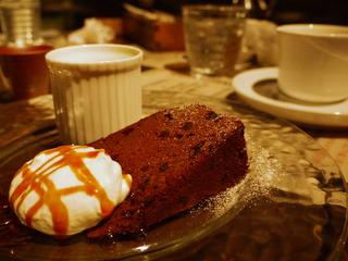 デザートのチョコレートケーキ。