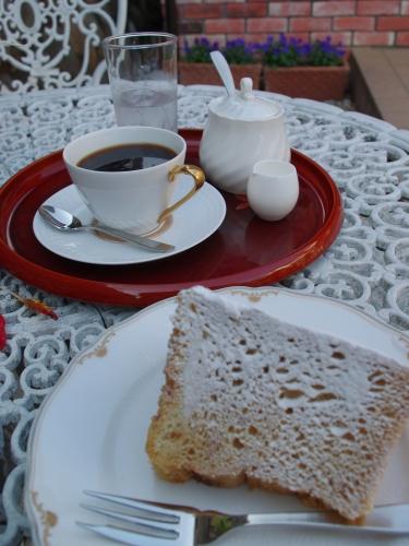 101202コーヒーとシフォンケーキ