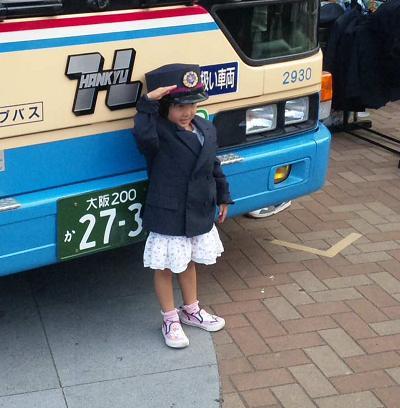 阪急バスと女の子