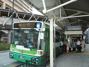 JR高槻市駅前バス停P1060290