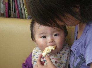 ナンを食べるきぃちゃん(=^ェ^=)2