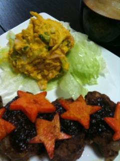 ハンバーグ(人参盛り付け)・かぼちゃサラダ・白菜と油揚げのお味噌汁