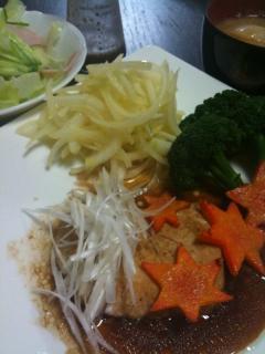 かじきのチャイニーズ・玉ねぎのカレーマリネ・サラダ・白菜のお味噌汁