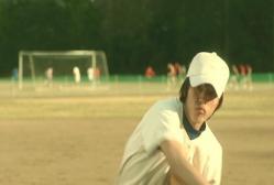投げるピッチャー