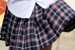 風でスカート、ふわり