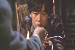 弘田に阿片を渡されるシロー