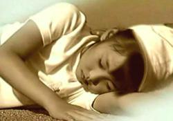 里美卵生の記憶に蘇る、小学校時代に倒れた女の子
