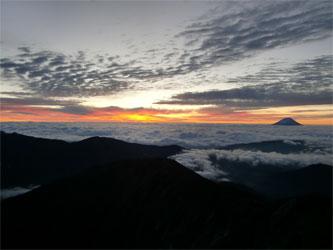 テンバから見た朝日と富士山