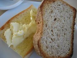 フォカッチャとライ麦パン
