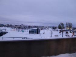 橋からの眺めも・・・雪~~