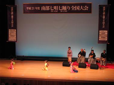 7踊りステージ